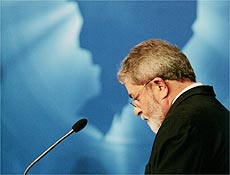 Lula responde perguntas do tucano Geraldo Alckmin durante debate na TV