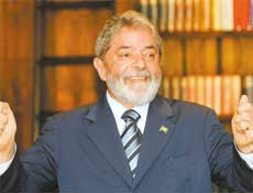 Presidente Luiz Inácio Lula da Silva responde a perguntas durante sabatina da Folha
