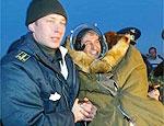 Astronauta brasileiro se protege do frio no Cazaquistão