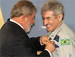Pontes recebe medalha durante cerimônia em Brasília