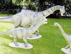 Reconstituição de uma família do dinossauro herbívoro miniatura, o Europasaurus holgeri