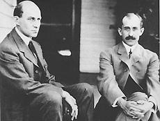 Os irm�os Wright (foto) foram os primeiros, mas Santos-Dumont fez mais pela avia��o