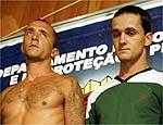 Os irmãos Cravinhos quando foram presos, em 2002