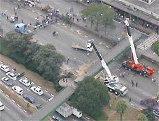Passarela cai na avenida Washington Luís, zona sul de São Paulo, e prejudica trânsito