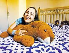 A jovem Natália Boralli, 20, que recebeu diagnóstico de autismo aos três anos