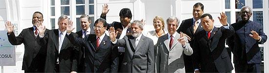 Chefes de Estado presentes na Cúpula do Mercosul posam para foto oficial do evento, realizada no Rio