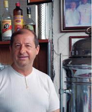 O comerciante Gilberto Luizetto, do Giba's Bar