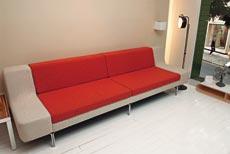 Sofá Diva, de 2,60 m, design do grupo inglês Modus, à venda nas lojas Teto