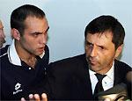 O jogador Desábato e o delegado Osvaldo Gonçalves