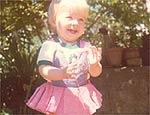 Angélica, 2, brinca em casa; leia entrevista de 2005