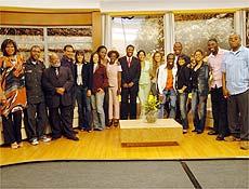 O cantor Netinho com a equipe da TV da Gente