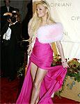 ONG ataca Paris Hilton por usar peles