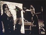 Bono e fã sortuda, que ganhou até beijo na boca