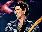 O músico Keith Richards se machucou ao cair de árvore