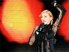 """Madonna em performance da """"Confessions"""", que começou no dia 21, em Los Angeles"""
