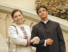 Eliana Guttman viverá Dona Luíza, mãe do padre Ângelo de Jesus (Victor Wagner)