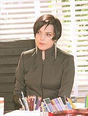 Bete Coelho interpreta a poderosa empresária Vitória Ascânio