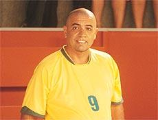 Humorista Bussunda interpreta Ronaldo Fofômeno, paródia do craque Ronaldo