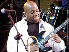 O guitarrista Claydes Charles Smith, co-fundador do grupo Kool & the Gang
