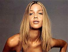 Top Mineira Ana Beatriz Barros foi descoberta pelo diretor da agência de modelos Elite