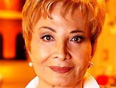 Lalinha (Gl�ria Menezes) aprecia as artes