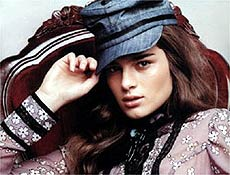 Modelo mineira Liliane Ferrarezi foi revelada pelo concurso Supermodel Brasil em 2002