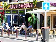 Região da praça Rembrandt tem diversos coffee shops para público diverso
