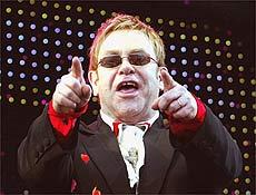 """Elton John traz show """"The Red Piano"""" ao Rio em janeiro em Copacabana, diz prefeitura"""