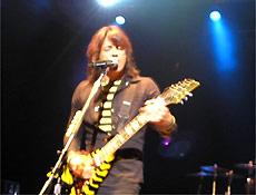 Michael Sweet, guitarrista e vocalista do Stryper, durante show em São Paulo
