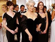 """Encabeçado por Meryl Streep, """"O Diabo Veste Prada"""" usa o kitsch para alfinetar o chique"""