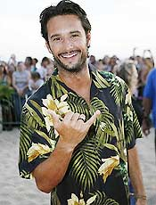 """Santoro aparece com o elenco de """"Lost"""" no Hava� em festa praiana"""