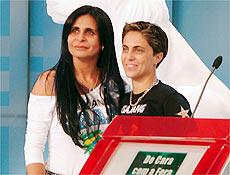 Filha da Gretchen expõe homossexualidade e namorada no programa do Leão