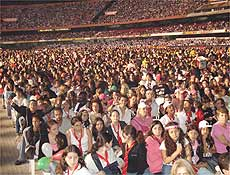 Fãs do RBD durante show do grupo mexicano no estádio do Morumbi, em São Paulo