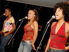 Cindy, Leilah e Negra Li em cena do filme