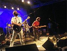 Marcelo Camelo (esquerda) e Rodrigo Amarante (direita) agitaram no palco