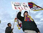Cerca de 20 pessoas protestaram ontem, em frente à sede do Google (Califórnia)