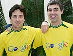Brin e Page com as camisetas em homenagem ao Brasil