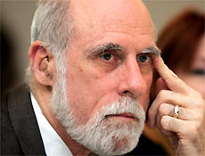 "Vice-presidente do Google e presidente da Icann, Cerf é considerado ""pai da internet"""