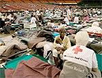 Vítimas do Katrina no estádio Astrodome, em Houston