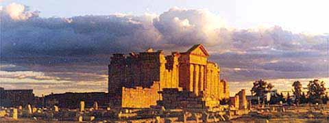 Templos de Júpiter, Juno e Minerva, na antiga cidade romana de Sufetula