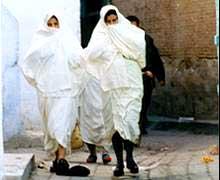 Mulheres no centro de Khairouan