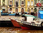 Barcos atracados próximo do mercado Ver-o-Peso