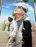 Outdoor com imagem do líder Gaddafi