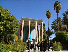 Tumba do poeta Hafez, em Chiraz