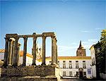 Ruínas de templo romano no centro histórico de Évora