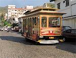 Bonde faz passeio turístico pelo centro da cidade