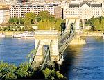 Ponte Széchenyi é um dos símbolos da cidade