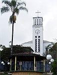 Centro de Gonçalves tem pracinha com igreja para a paquera dos locais