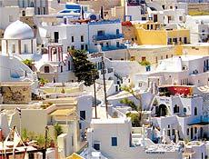 Em Santorini, casario é repleto de terraços