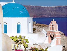 Encostas de Santorini têm visual típico